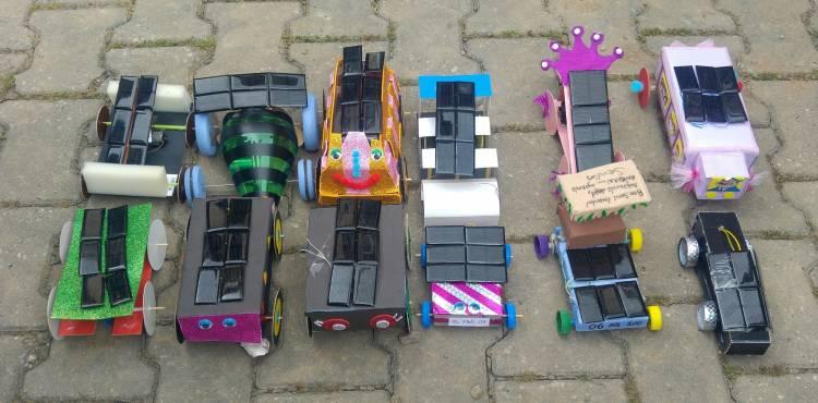 Fen bilimleri öğretmen adayları güneş enerjisiyle çalışan arabalarını yarıştırdılar